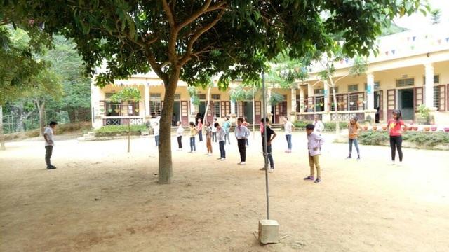 Giờ học thể dục trong ngôi trường mới khang trang.