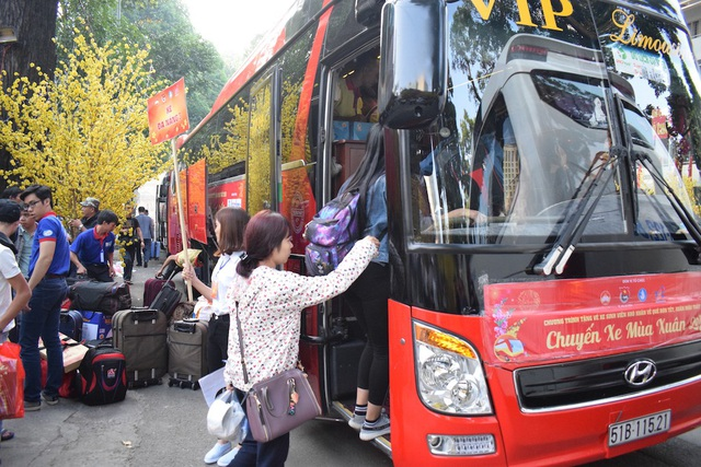 Sáng nay đã có 33 chuyến xe đến Tây Nguyên và tận Thanh Hoá đưa sinh viên về quê