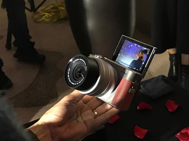 Fujifilm X-A5 sở hữu kích thước nhỏ gọn đáng kinh ngạc cùng nhiều tính năng thú vị đi kèm.