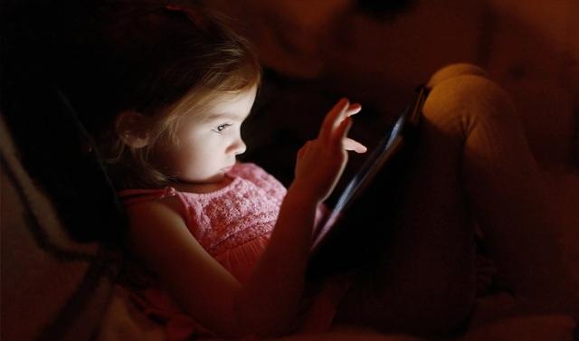 Mạng xã hội và các thiết bị di động được cho là đang để lại hậu quả xấu cho sức khoẻ người dùng, đặc biệt là đối tượng trẻ em.