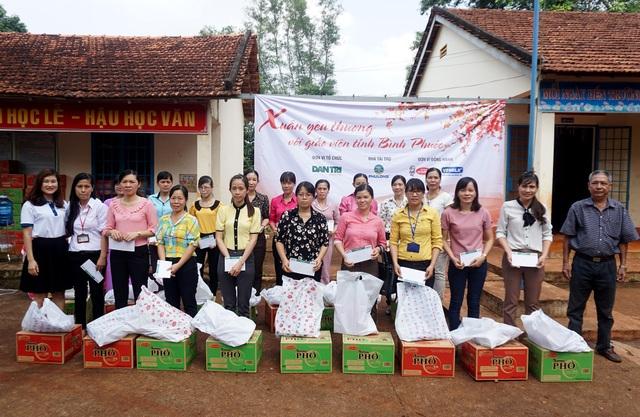 """Dân trí mang """"Xuân yêu thương"""" đến với giáo viên tỉnh Bình Phước - 9"""