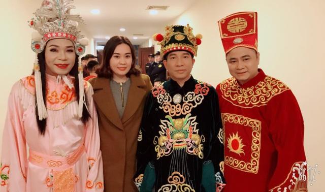 Kim Oanh đến ủng hộ anh trai kết nghĩa Quang Thắng trong hậu trường Táo Quân 2018.