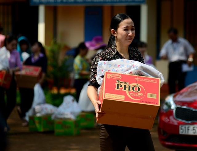 """Dân trí mang """"Xuân yêu thương"""" đến với giáo viên tỉnh Bình Phước - 10"""