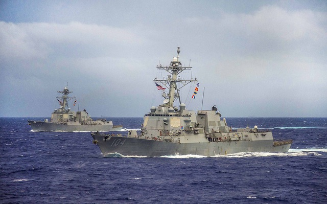 Hai tàu USS Sterett và USS Dewey của Hải quân Mỹ (Ảnh: U.S Navy)