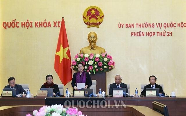 Chủ tịch Quốc hội Nguyễn Thị Kim Ngân điều hành phiên họp thứ 21 của UB Thường vụ Quốc hội