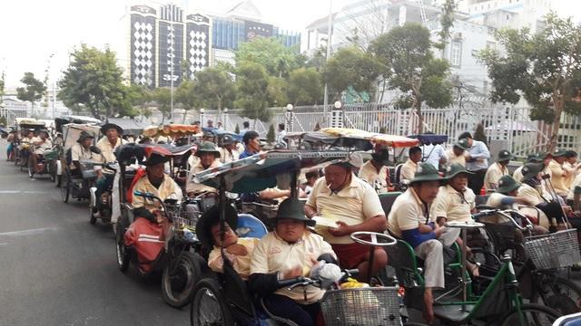 Sáng nay Công ty xổ số kiến thiết Kiên Giang cùng Hội bảo trợ bệnh nhân nghèo tỉnh tổ chức trao 800 phần quà cho người khuyết tật và hộ nghèo