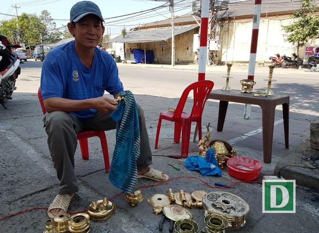 Nghề đánh bóng lư đồng ở Nha Trang đắt khách dịp Tết - 4