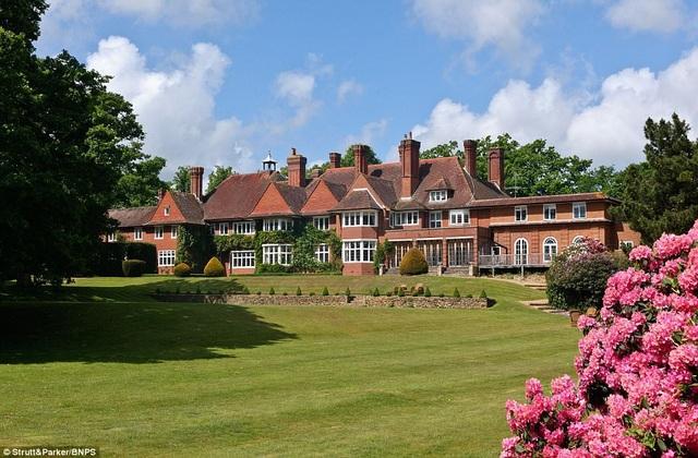 Ngôi nhà ở Lock House, Sussex, Anh quốc đang được rao bán với giá 7,25 triệu bảng Anh