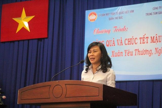 Phó Chủ tịch UBND TPHCM Nguyễn Thị Thu đến tham dự chương trình và chúc Tết các hộ nghèo, cận nghèo tại quận Thủ Đức