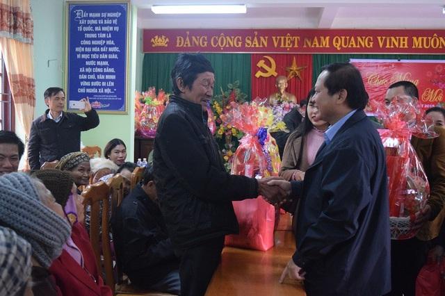 Bộ trưởng Trương Minh Tuấn hỏi thăm, chúc tết người dân