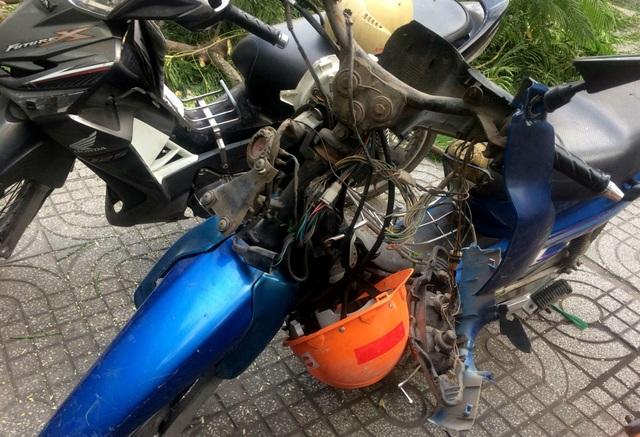 Xe máy 2 công nhân bị hư hỏng