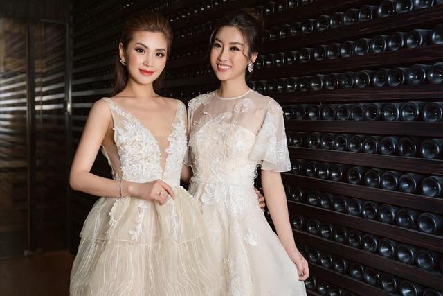 Đỗ Mỹ Linh có mối quan hệ tốt với Á hậu 2014 Nguyễn Lâm Diễm Trang. Cũng giống như Mỹ Linh, Diễm Trang rất có duyên với nghiệp cầm mic.