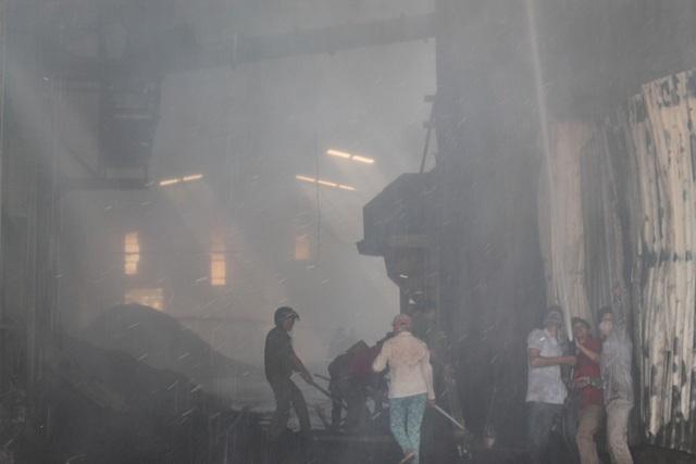 Bột gỗ bị cháy phát sinh tro, bụi mù mịt