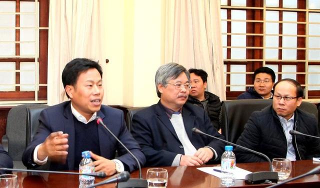 Thứ trưởng Lê Quân (ngoài cùng, bên trái)
