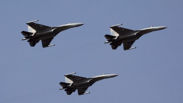 Máy bay chiến đấu của Trung Quốc bay qua biển Đông hồi tháng 2-2018. Ảnh: PLA