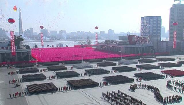 Tên lửa, xe tăng xuất hiện trong lễ duyệt binh của Triều Tiên - 11