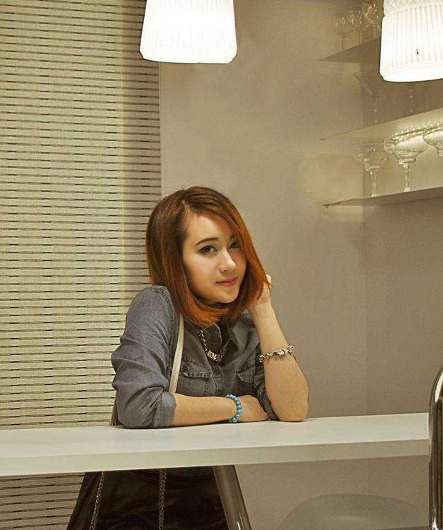 Cô khiến bạn bè ngưỡng mộ không chỉ bởi vẻ ngoài xinh đẹp mà bởi tài năng và sự nỗ lực không ngừng.