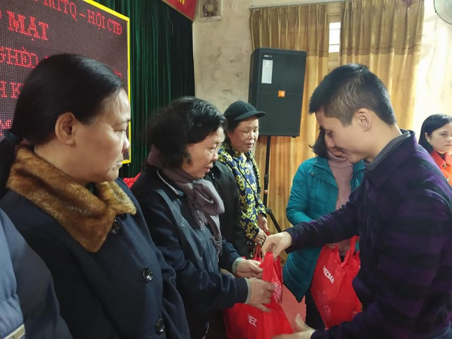 Quỹ Nhân ái tặng 30 suất quà Tết đến các hoàn cảnh khó khăn phường Cầu Dền - 1