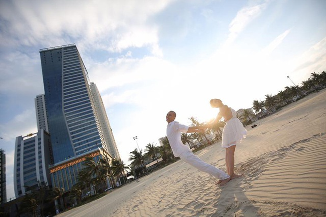 Yêu nhau 7 năm trước khi cưới, đến nay món quà ý nghĩa nhất mà cặp đôi giành cho nhau là những chuyến du lịch thư giãn sau chuỗi ngày làm việc liên tục.
