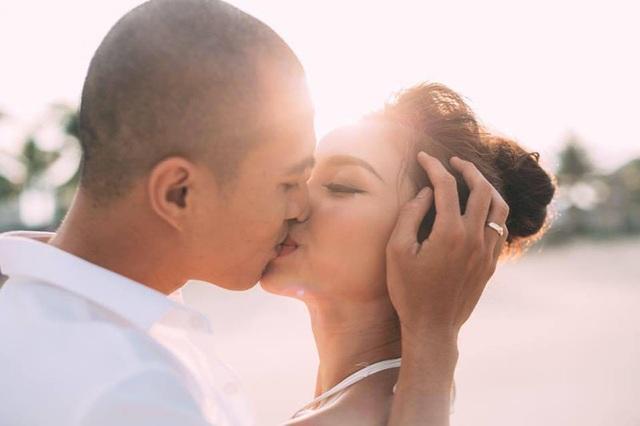 Hơn 7 năm bên nhau, chuyện tình của Sơn - Vân luôn tràn ngập những giây phút ngọt ngào, hạnh phúc