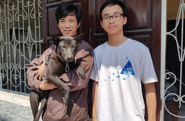 Anh Tâm và con trai Hữu Thiện cùng chú chó Net