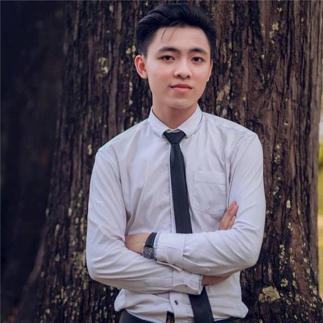 Nguyễn Minh Tiến (cựu sinh viên trường ĐH Ngoại thương, Cơ sở 2, TP. HCM).