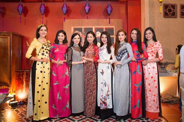 Dàn mỹ nhân đọ dáng với áo dài truyền thống