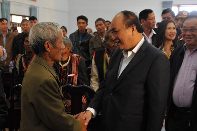 Thủ tướng chúc tết, tặng quà đồng bào tỉnh Đắk Nông - 1