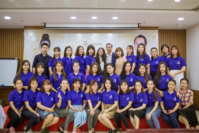 """""""Thành công chỉ đến khi chúng ta bền bỉ theo đuổi nó đến cùng."""" – Nữ doanh nhân trẻ Phi Huyền chia sẻ"""
