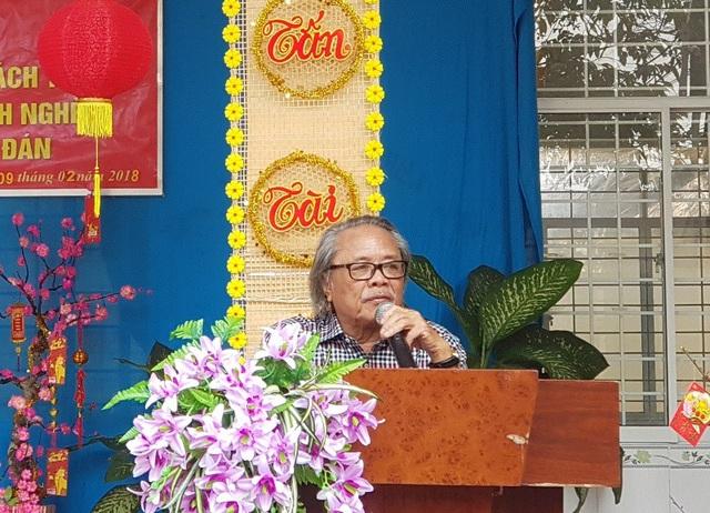Nhà báo Phan Huy phát biểu tại buổi trao quà