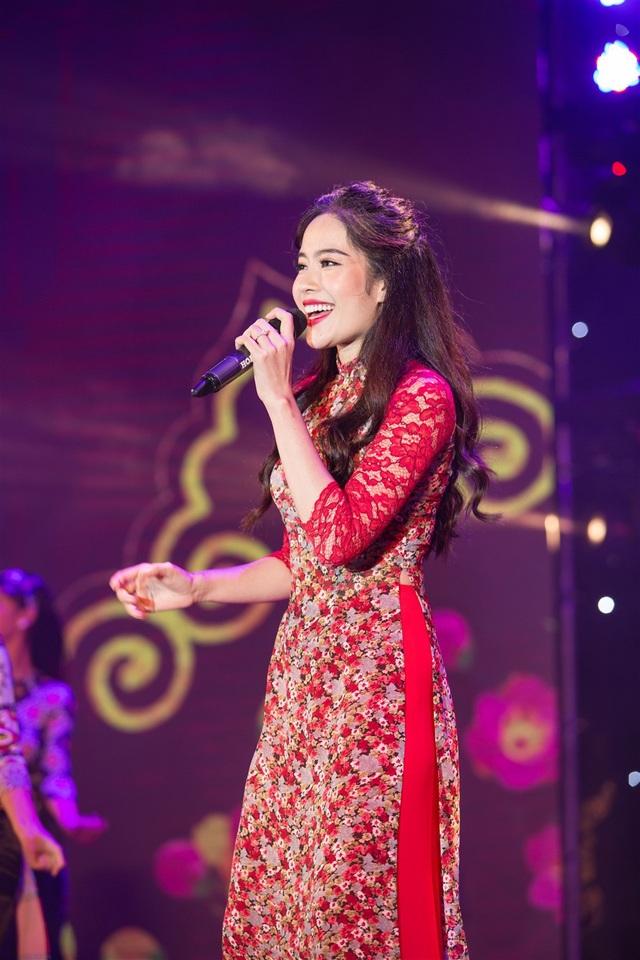 Top 8 Hoa hậu Trái Đất - ca sĩ Nam Em