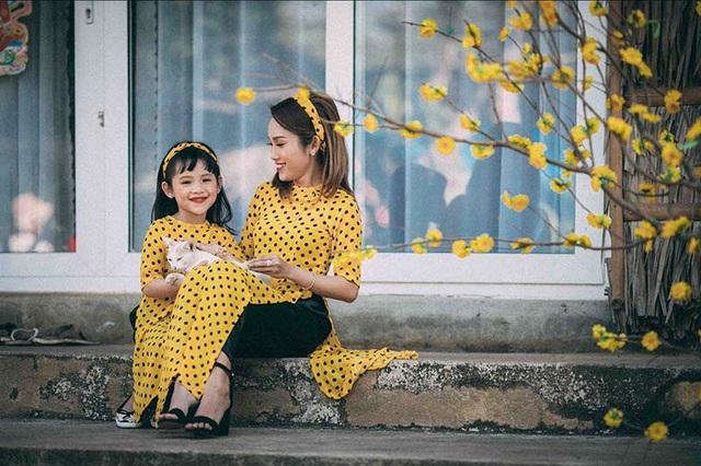 Được biết Hồng Phượng hiện đang kinh doanh của hàng thời trang nên thời gian khá bận rộn, cô muốn dành thời gian những ngày năm mới cho thiên thần nhỏ của mình.