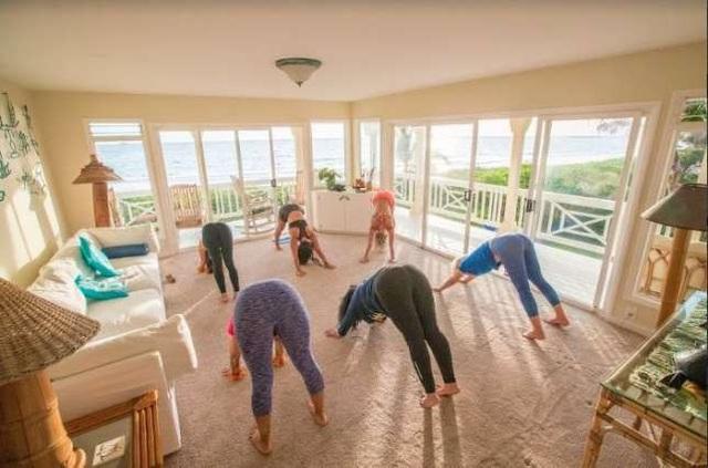 Lớp tập yoga trong nhà