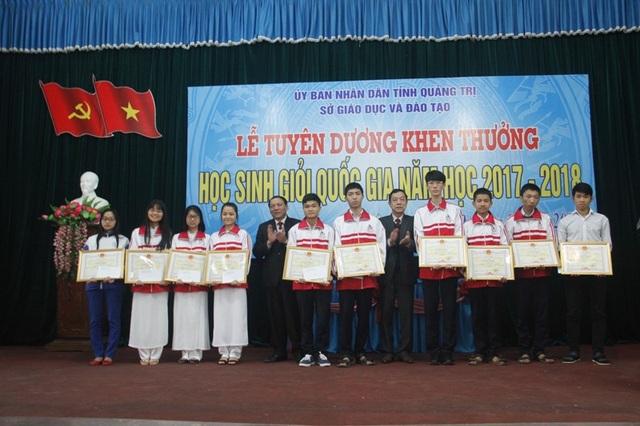 ... và các em học sinh đạt giải cao trong kỳ thi HSG quốc gia