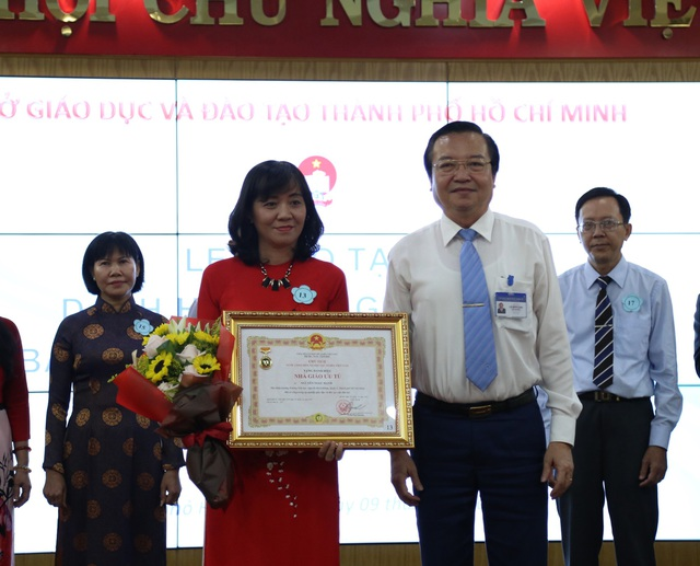 21 giáo viên, quản lý ngành Giáo dục TPHCM được trao tặng danh hiệu Nhà giáo Ưu tú.