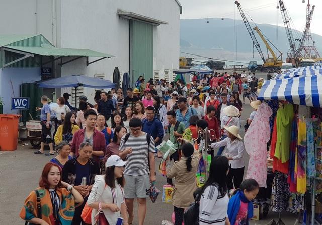Nha Trang: Khách Trung Quốc nhộn nhịp ở bến tàu du lịch đầu năm 2018 - 2