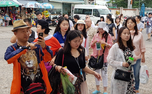 Nha Trang: Khách Trung Quốc nhộn nhịp ở bến tàu du lịch đầu năm 2018 - 4