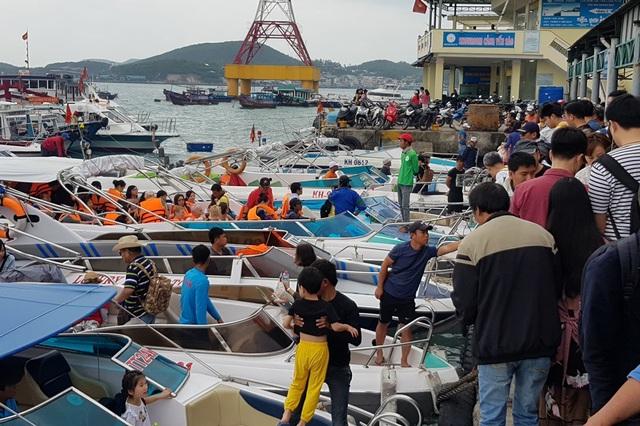 Nha Trang: Khách Trung Quốc nhộn nhịp ở bến tàu du lịch đầu năm 2018 - 6