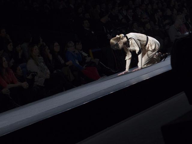 Tại một show trình diễn ở Madrid 2012.