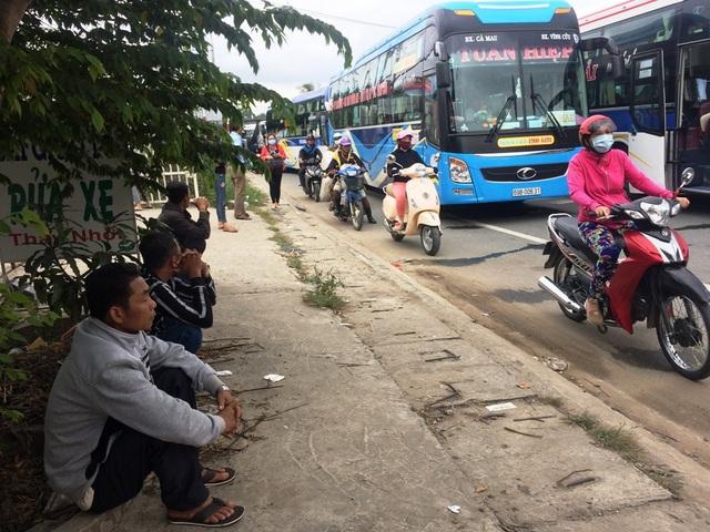Trước sức ép giao thông quá lớn, đến 14h30, chủ đầu tư đã cho xả trạm.