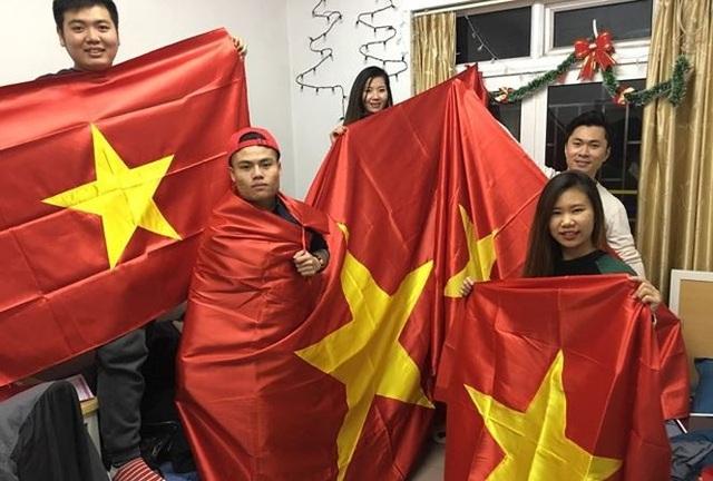 Hôm nay, nhiều cổ động viên sẽ từ Việt Nam sang Trung Quốc để cổ vũ thầy trò HLV Park Hang Seo