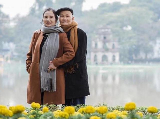 Những bức ảnh được chụp tại phố đi bộ Hồ Gươm và con đường Phan Đình Phùng (Hà Nội) đầy lãng mạn