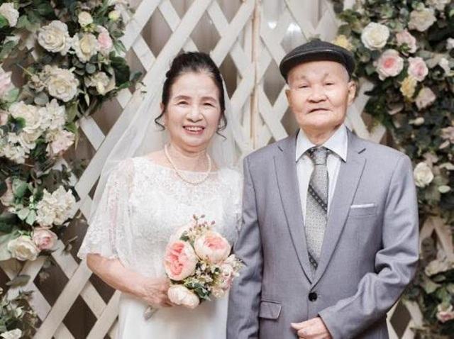 Ảnh kỷ niệm 50 năm ngày cưới của 2 ông bà U80 ở Sầm Sơn, Thanh Hóa