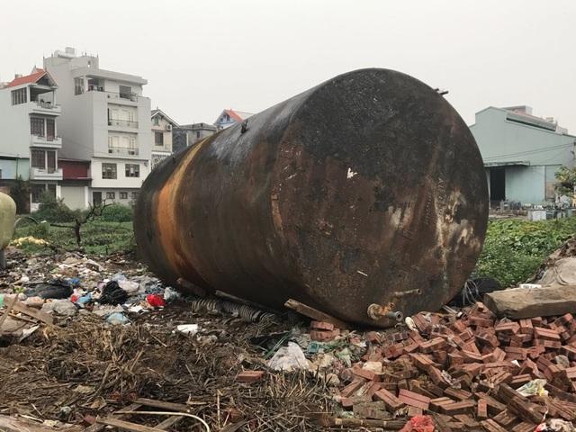 Nơi xảy ra vụ nổ kinh hoàng: Làm giàu nhờ tên lửa, đầu đạn, xe tăng cũ - 3