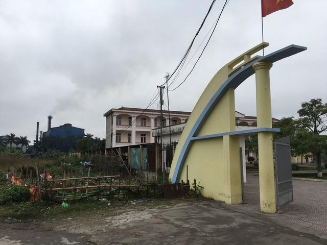 Trường học nằm ngay gần nhà máy thép Việt Nhật