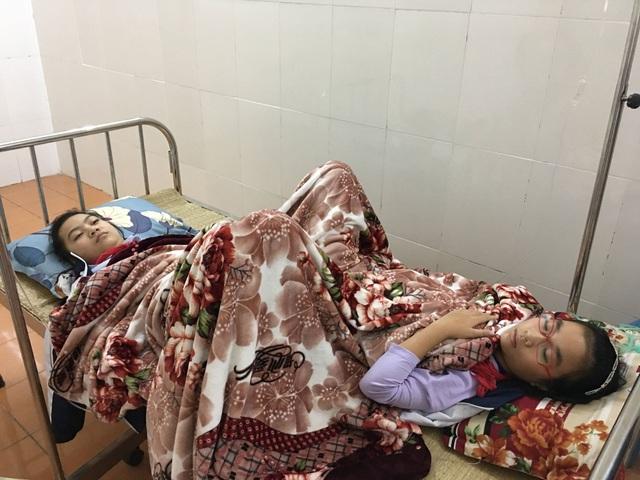 Hàng chục học sinh lớp 6 trường THCS Quán Toan (quận Hồng Bàng, TP.Hải Phòng) đã phải nhập viện cấp cứu sau khi hít phải khí thải độc từ phía nhà máy sản xuất thép bay sang.