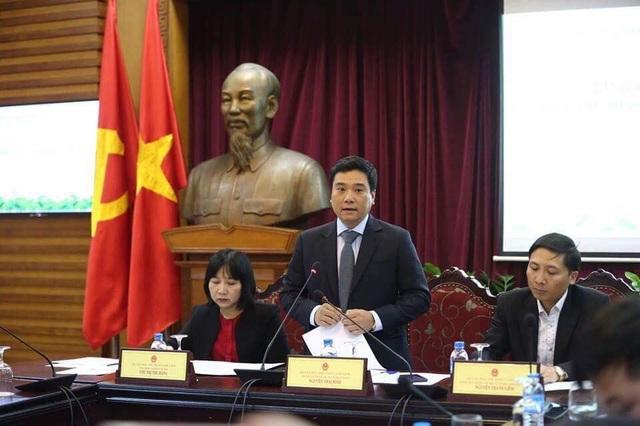Ông Nguyễn Thái Bình - Chánh Văn phòng Bộ VHTT&DL giải đáp thắc mắc của các phóng viên tại cuộc bình chọn. Ảnh: Tùng Long