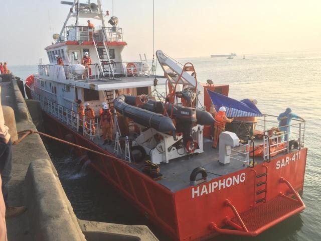 Tàu SAR 411 ứng cứu ngư dân gặp nạn.