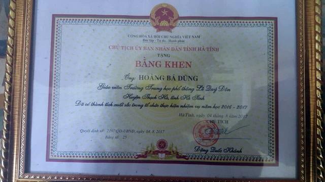Bằng khen của thầy Dũng do Chủ tịch UBND tỉnh Hà Tĩnh trao tặng!