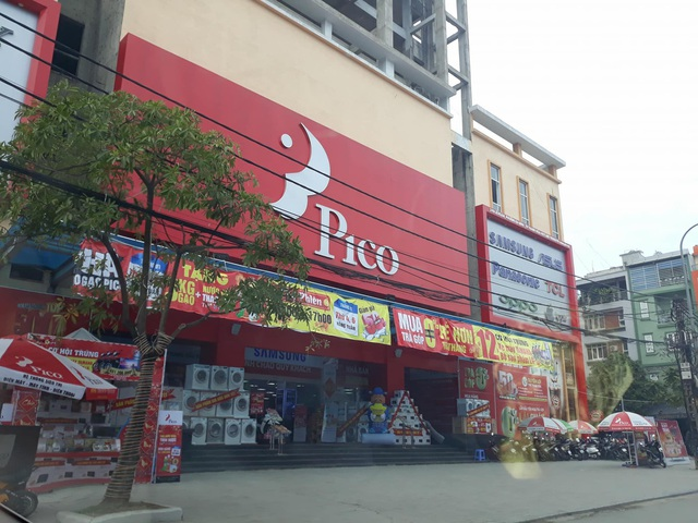 Dù chưa công trình vẫn đang thi công thế nhưng phía dưới tầng 1 của tòa nhà đã diễn ra hoạt động kinh doanh buôn bán